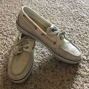 White, sequence Sperry's